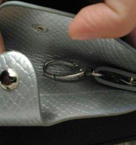 Ключница чёрная, и серебрновая удобная миниатюрная