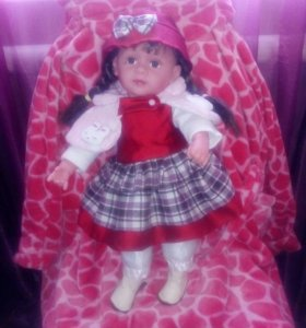Кукла большая.