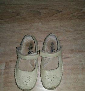 Мягкие кожаные туфельки р.25