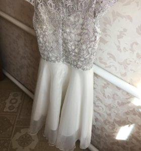 Платье , совершенно новое, подьюбник в подарок