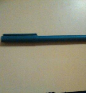 Синяя ручка Uni-ball