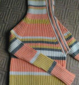 Мягкий и теплый шерстяной свитер