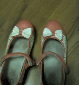 Туфли для девочки почти новые