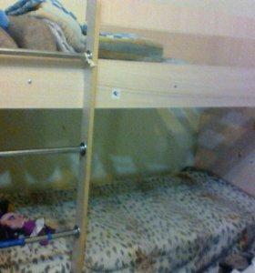 Кровать двух ярусная с одим матрасом