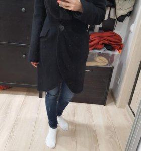 Зимнее пальто из шерсти с натуралтным мехом