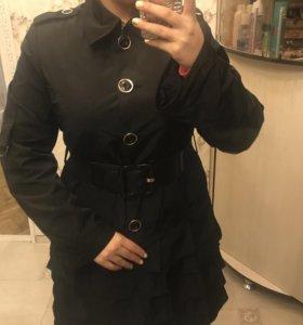 Новое пальто в идеальном состоянии.