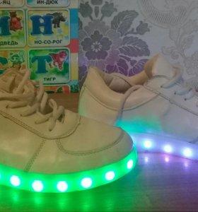 Кроссовки с подсветкой.39 размер