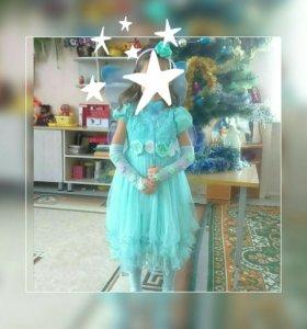 Праздничное платье и перчатки