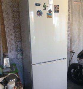Холодильник Bosch KGN39VK19R