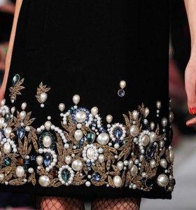 Украшения платьев камнями, вышивкой, цветами