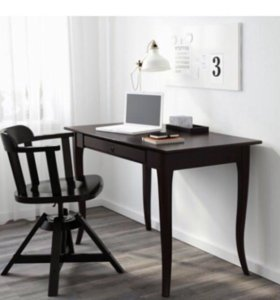 Красивый письменный стол от фирмы Икея