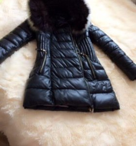 Продаю пальто зимнее ,мех на капюшоне натуральный