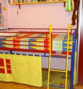 кровать с игровым местом