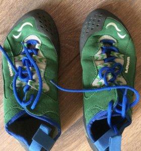 Скальные туфли Lowa новые