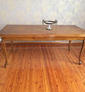 Продаётся стол