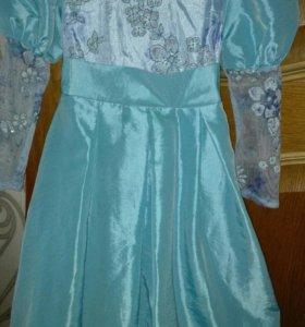 Продам детское платья нарядную.