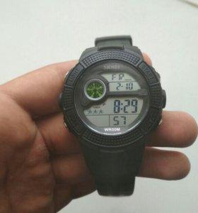 Черные водонепроницаемые часы(новые с пломбой)
