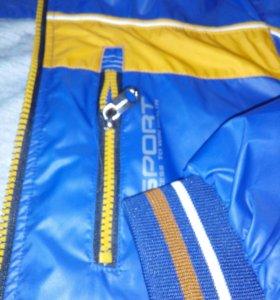 Куртка ветровка с трикотажной подкладой.