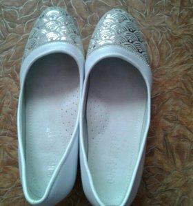 Белые туфли для девочки.