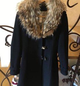 Пальто женское с меховым воротником