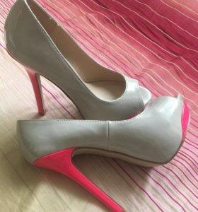 Новые Туфли серо-розовые на высоком каблуке