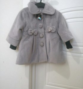 Пальто на девочку новое.