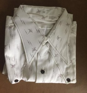 Рубашка мужская, новая, с длинными рукавами.