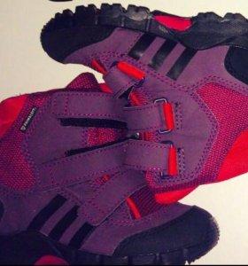 Ботинки Адидас новые.