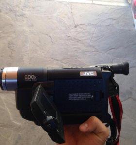 Компактная видеокамера