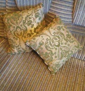 Диванные подушки две
