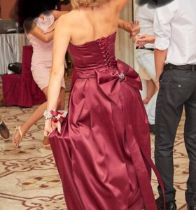 Шикарное платье марсала