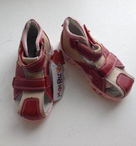 Кожаные новые сандали спелёнок
