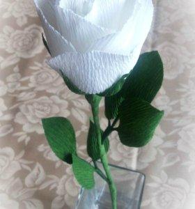 Сладкий комплимент - белый цветок с конфетой