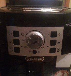 Автоматическая кофемашина DeLonghi