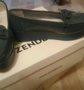 Новые туфли темно синие 39р