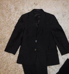 Школьный костюм-тройка на 7-8 лет