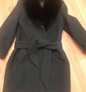 Пальто зимнее с мехом ( Песец)