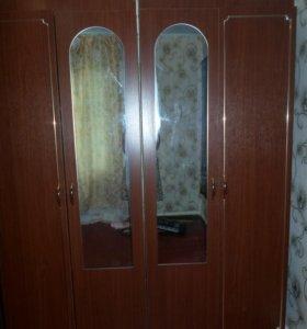 шкаф бельевой и для платьев