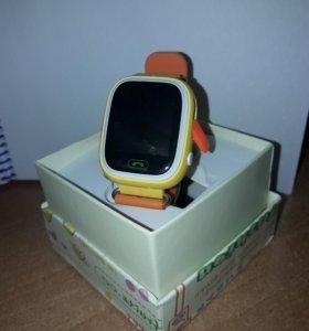 Детские часы с gps трекером Q90