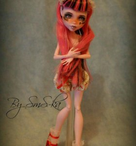 ООАК на кукле Monster High Дракулаура