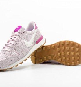 Женские кроссовки Nike internationalist
