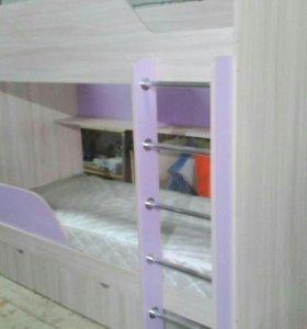 Кровать двухярусная.