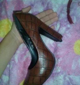 Обувь ,кожаные,стали малы )новые*)покупались за 5т