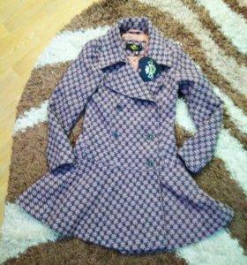 Новое дизайнерское стильное пальто