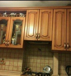 Кухонный гарнитур:-2.45*1.35;