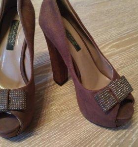 Туфли на платформе с каблуком