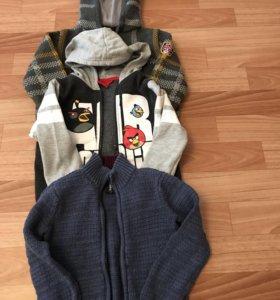 Набор из трех свитеров на молнии.