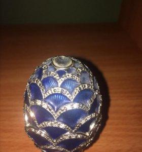 Декоративное яйцо  шкатулка Сваровски.