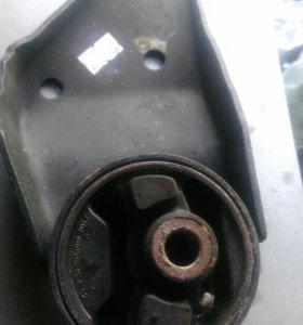 2 Подушки двигателя