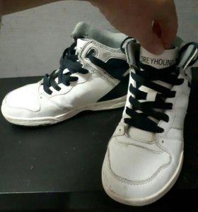 кроссовки высокие р33 в хорошем состоянии